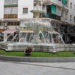 De fontein op het plein .