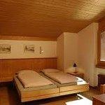 sehr helle Zimmer