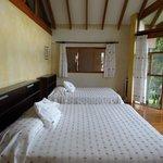 belle chambre lit extrèmement confortable et très grand