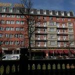 Hotel set fra gaden