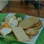 Plateau de fromage entre l'entrée et le repas