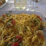 tagliatelle zucchine gamberi e pomodorino