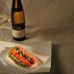 Tartine de saumon sauvage, petits légumes et caviar