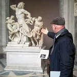 Stuart describing the Laocoon in the Vatican musuem