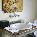Basin in open-plan bathroom, Suite - Kooiste