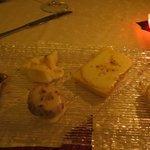 Mix di formaggi e tortini tutto al tartufo