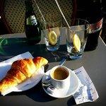 22 € für Kaffee, Croissant, Coke und Perrier