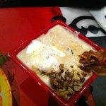 Velouté de chou, chèvre, noix et chips de lard