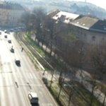 Utsikt från rummet, mkt trafik o framförallt ambulanser o polisbilar