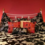CLEOPATRA suite Queen bed