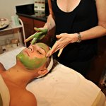Relaxing and effective anti-aging facial
