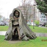 木の像がお出迎え?