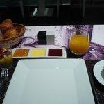 Breakfast continenatl awaiting omelette