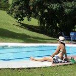 De relax en la piscina del hostal.........
