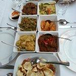 Multitude de plats colorés et épicés