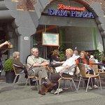 Вид снаружи, ресторан расположен слева от входа в Swissotel