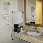 La salle de bains séparée des WC