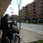 ホテル前にバイクを駐車してもOK