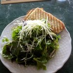 Salad that goes with lunch entrees