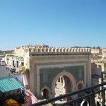 Vue de la porte Bab Bou Jeloud (de la terrasse)