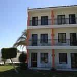 3-Stöckige Häuser - unsere Zimmer direkt am Strand