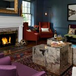 Kennebunkport boutique hotel guest lounge