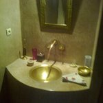 particolare del bagno camera PURPLE