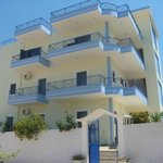 Villa Erdeti  offers fully equipped apartaments in a quiet and clean environment among colorful