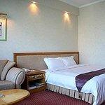 Longquan Motel Xinfu District