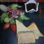 Terrine de foie gras et sa compotée rhubarbe