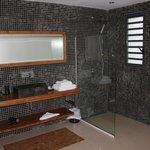 une des deux salles de bain de la suite