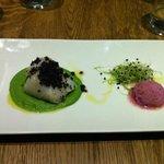 Filetto di BACCALA' in crosta di olive con crema di piselli e sorbetto alla cipolla di Tropea