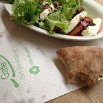 Eco-friendly paper mat for a good caprese salad