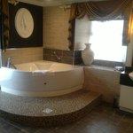 Gorgeous jacuzzi bath.