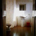 Il bagno di una delle stanze