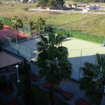 Canchas de fútbol, tenis, gimnasio y minigolf