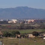 Vista de la montaña y del aeropuerto desde la terraza