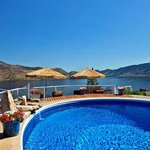 Heated salt water pool overlooking Okanagan Lake