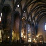 I - Lindos murais pintados por Jacques Pauthen no interior elegante, sóbrio e sereno.