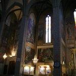 II - Lindos murais pintados por Jacques Pauthen no interior elegante, sóbrio e sereno.