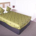 Double Room Queen Bed
