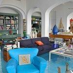 Hotel lounge / sitting room