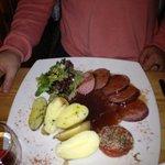 saucisson au vin et pommes de terre vapeur