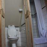 appartamento con vista interna: bagno