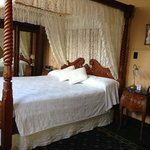 king size comfortable four poster