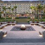 Anantara Sanya Resort and Spa- Ocean View Rooms and Lawn