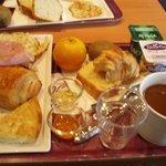 朝ごはんはカロリーたっぷり。