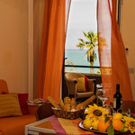 appartamento con balcone vista mare