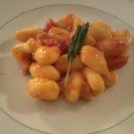 Gnocchetti di patate con salsa tonno e ciliegino
