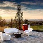Disfruta de nuestra terraza en Retamares..Casino Club de Golf Suites Retamares.